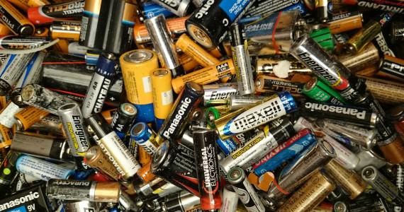 jour_de_la_terre_quebec_qc_tous_les_jours_programme_conference_semaine_quebecoise_reduction_dechets_sqrd_appel_a_recycler_piles